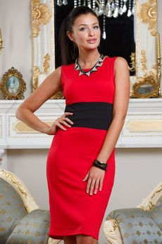 Красное платье футляр без рукавов с черным поясом Angela Ricci